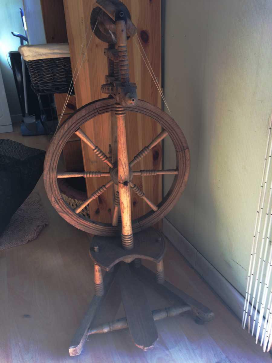 rouet ancien pour filage laine