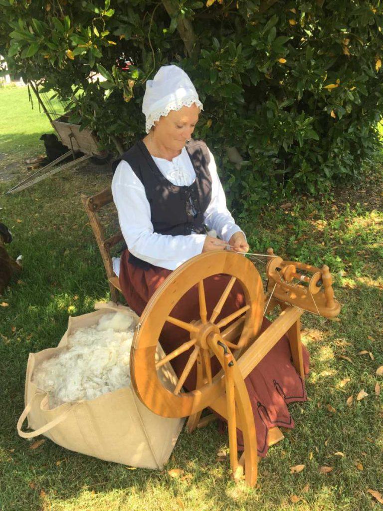 fileuse de laine Ariège